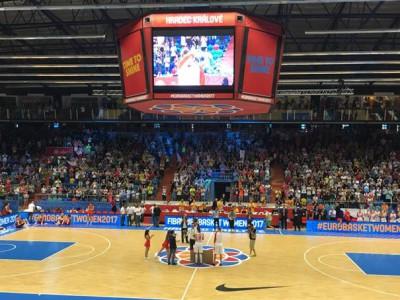 ..po úžasném zápase se s reprezentací rozloučily Ilona Burgrová a Petra Kulichová za ohlušujícího potlesku celého publika